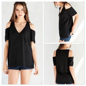 Urban Outfitters Tops - Urban outfitters blouse XS
