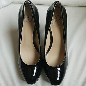 Like new!! Patent leather pumps