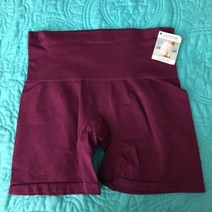 Yummie by Heather Thomson Other - NWT yummie seamless shaping shortie
