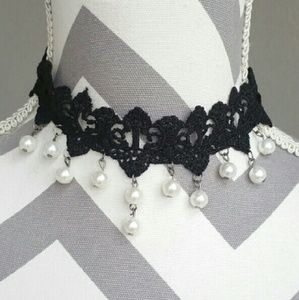 Jewelry - Lace and pearls choker