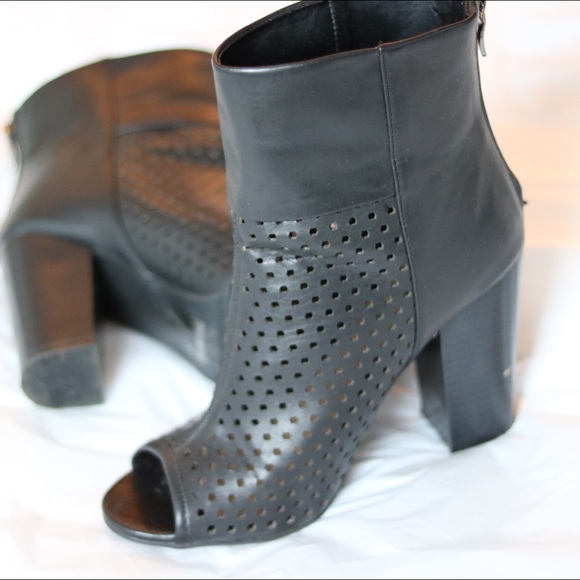 Shoe Dazzle Shoes - Peep Toe Booties