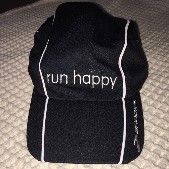 Brooks Accessories - NWOT Brooks Run Happy Hat 8e34e91d134