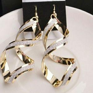 Jewelry - Beautiful spiral drop dangle earrings