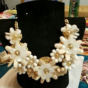 Ashley Cooper Jewelry - Gorgeous large chunky flower statement necklace