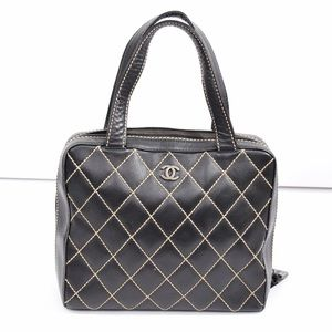 CHANEL Handbags - AUTHENTIC Chanel quilted leather shoulder bag