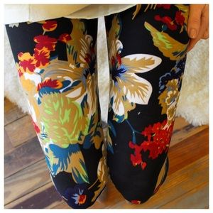 Adorable black floral leggings