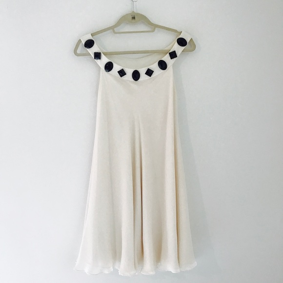 Marchesa Dresses & Skirts - Marchesa White and Black Stone Dress Size 6