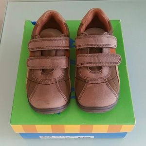 Jumping Jacks Other - NIB Jumping Jacks Pierce brown velcro shoes 9.5 w
