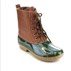 Shoes - LAST ONE Ladies DYLAN DUCK BOOTS. Olive.NIB