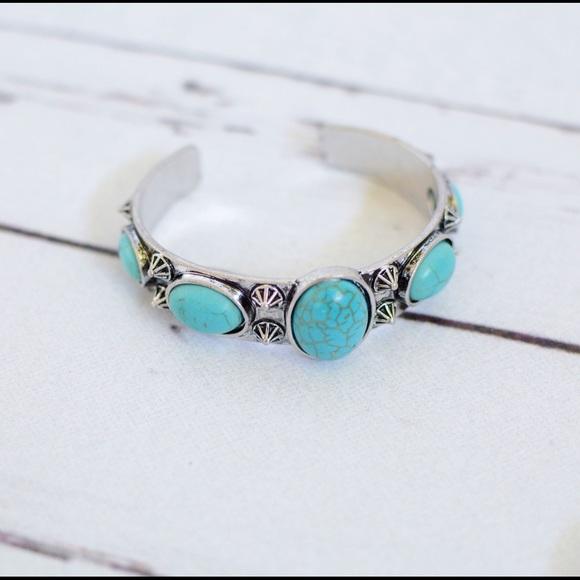 Jewelry - 💕Turquoise Western Boho Cuff💕