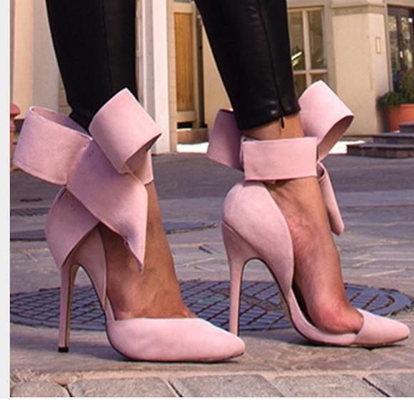 bc1a9a6072d Aminah Abdul Jillil Shoes - Aminah Abdul Jillil pink suede bow pumps