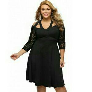 Boutique Dresses & Skirts - ❤🎲 [Plus] Date Night LBD Lace Halter Dress