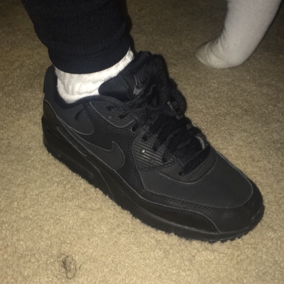 153644ade All black Nike air max size 5y. M 584214e1713fdecbe90090f9