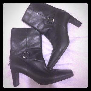 Amanda Smith Shoes - Black Boots in excellent condition!