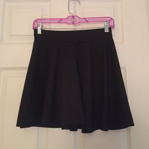Dresses & Skirts - Black Flowy Skirt