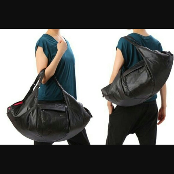 d84d2d444fd2 Nike Victory Gym Club Gym Tote Duffle Bag Black