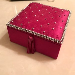 Super cute box for jewelery/hair accessories