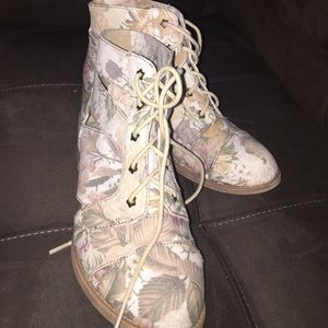 FLORAL ankle boots. Size 6