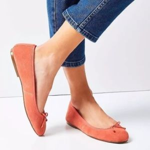 NWT 8 & 9 Urban Outfitters Coral Suede Flats