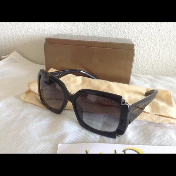 f75d5ffe6ec Louis Vuitton Accessories - Louis Vuitton Hortensia sunglasses