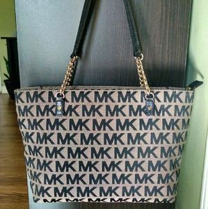 Michael Kors Handbags - Michael kors black