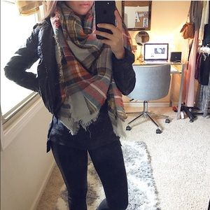 Accessories - The blanket scarf