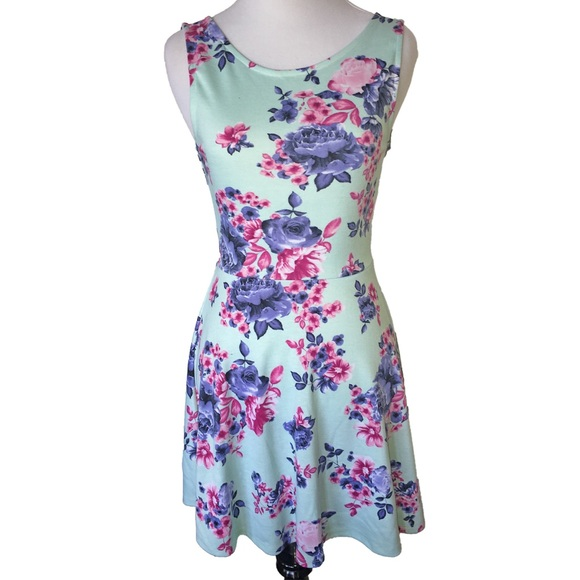 974e1c9642 H M Dresses   Skirts - NWOT Divided by H M Floral Skater ...