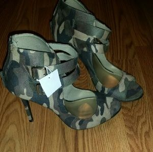 Christian Siriano Shoes - Camo heels.