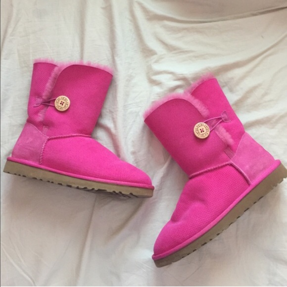 581709654bc Like new hot pink UGG Bailey button boots