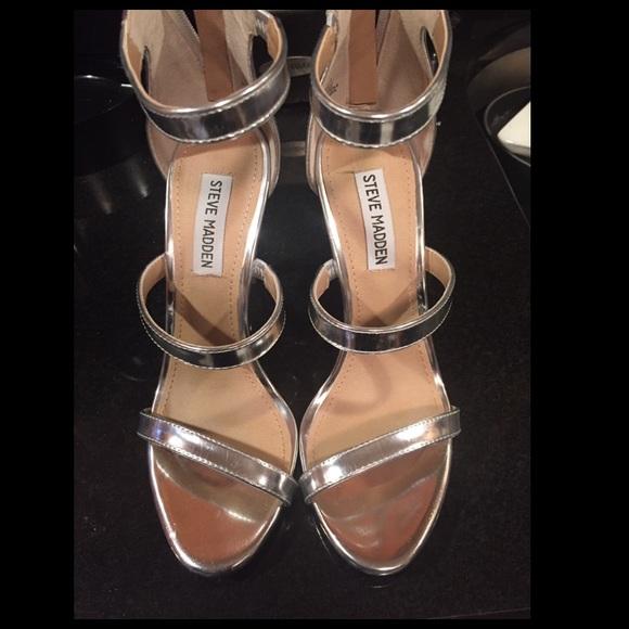 ee2fce517a1 Steven madden 3 strap silver heels. M 58432f6b5c12f8935503d1d4