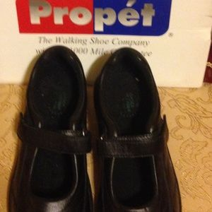 Propet Shoes - Propet Shoes   adjustable straps, shock absorbers