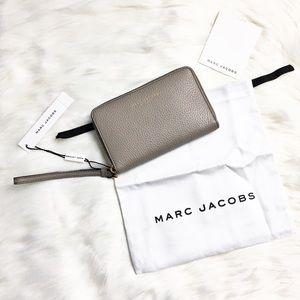 Marc Jacobs Handbags - Marc Jacobs Wristlet