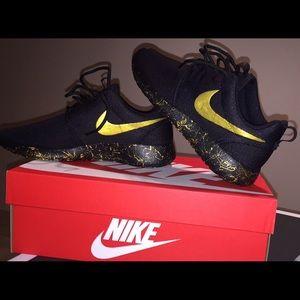 Customized Nike Roshes