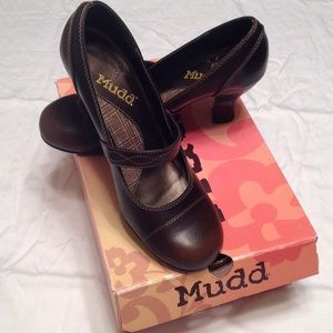 MUDD Mary Jane heels in brown size 9