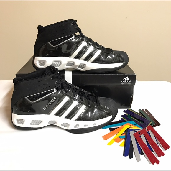 Men's Adidas Team Color basketball shoes