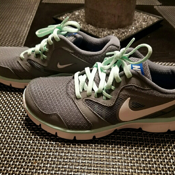 Nike Womens 7.5 Grey with Mint laces and trim.