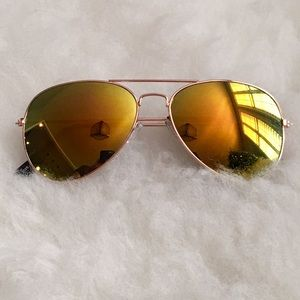 Gold Mirror Tint Gold Frame Aviators Sunglasses