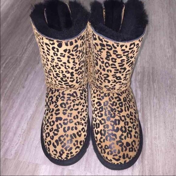 37ece761bdb Kids cheetah ugg botts NWT