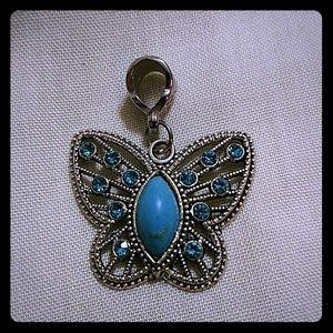 Jewelry - Cute butterfly pendant