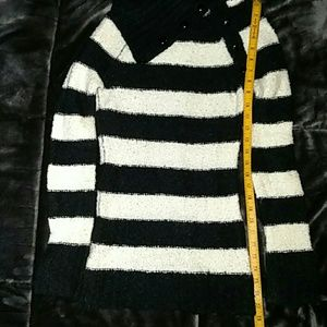 Black and white striped sweater Derek Heart size L