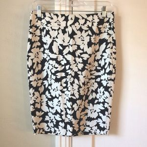 LOFT | NWT Black and White Floral Pencil Skirt
