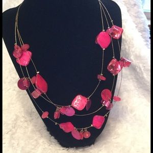 Jewelry - 🆑 Beautiful Pink Necklace !