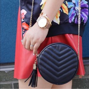 Handbags - Black round faux leather chain bag
