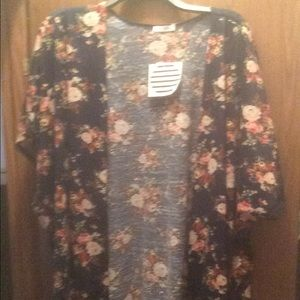 Other - Women's short sleeve cardigan/pullover
