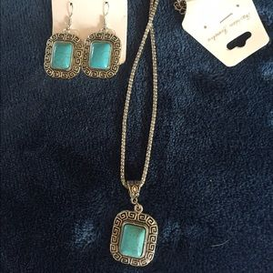 Jewelry - ❤️Necklace and earrings faux turquoise stone.