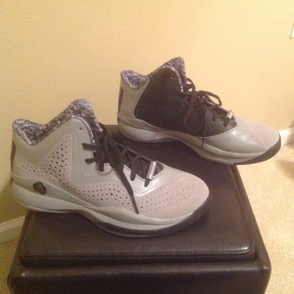 ae5a04f7f410 Adidas D Rose 773 III Basketball Shoes size 9