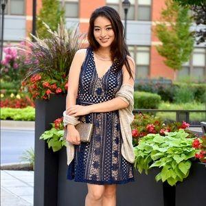 Dresses & Skirts - Pretty navy mini dress