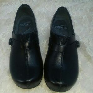 Dansko Shoes - DANSKO. Black clogs