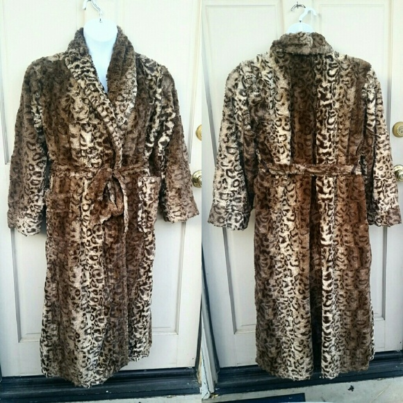 SOMA Cheetah Print Plush Fuzzy Brown Bath Robe. M 5844e4fb78b31c808d01854f 84dc6468d