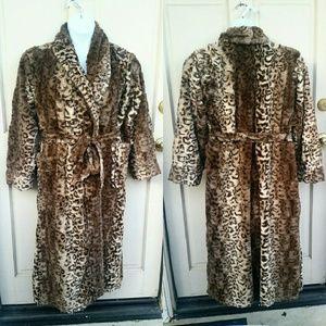 Soma Other - SOMA Cheetah Print Plush Fuzzy Brown Bath Robe